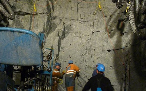 Drilling and blasting in the KWO Handeck-Gerstenegg access tunnel